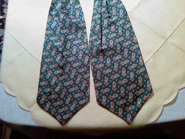 Wo gibt es Schnittmuster für einen Ascot Krawattenschal? (nähen ...
