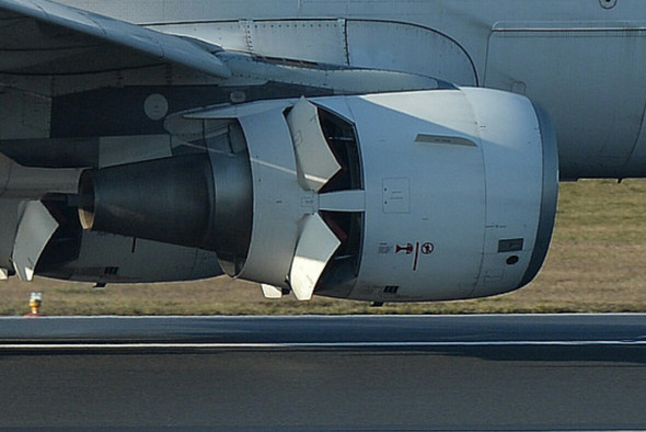 - (Auto, Flugzeug, fliegen)