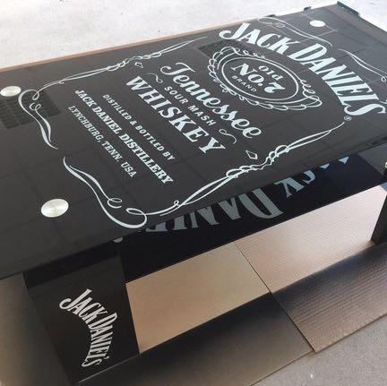 Wir stellen Tische dieser Art her - (Glas, Tisch, Jack Daniel's)