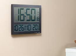 Aufgrund Meines Berufes Als Uhrmacher Bin Ich Tagsüber Mind. 30  Verschiedenen Tickenden Und Schlagenden Uhren Ausgesetzt, Was Mich Tagsüber  Nicht Stört.