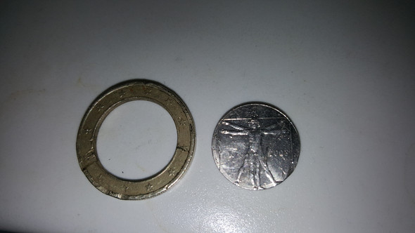 Ist Eine Euro Münze Was Wert Wenn Das Innen Teil Getrennt Ist Mit