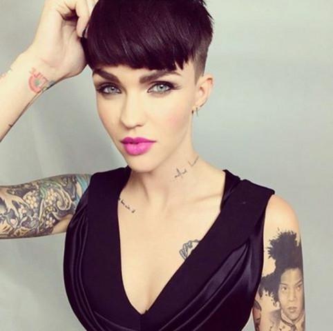 Welche Kurzhaarschnitte Sehen Bei Schwarzen Haaren Gut Aus Haare