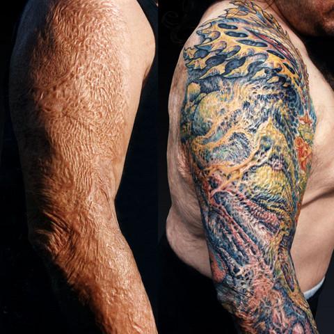 Tätowierer Der Auf Narben Spezialisiert Ist Tattoo Tätowieren