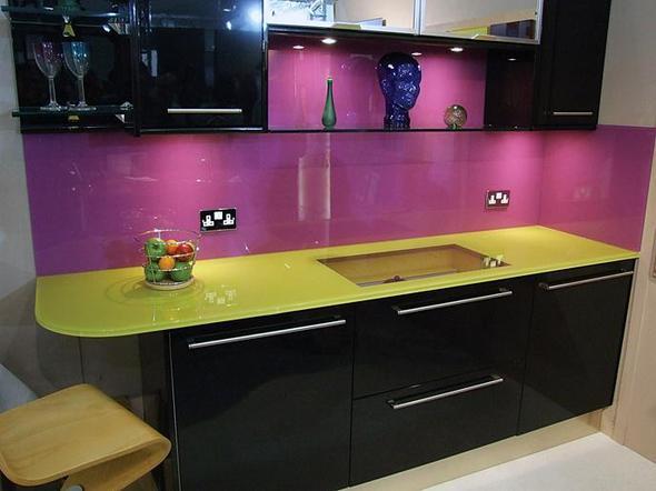 welche farbe passt zu einer lila farbenen k che einrichtung streichen renovieren. Black Bedroom Furniture Sets. Home Design Ideas