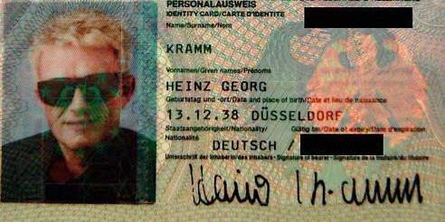 Hat Heino In Seinem Personalausweis Auch Diese Tief Dunkle Brille