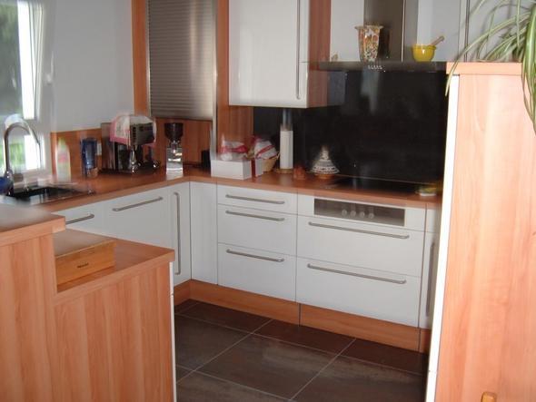 Spot Weiß Mit Rosenholz; Nische: G81   (Küche, Arbeitsplatte, Spritzschutz)