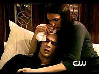 er liegt mit elena in seinem bett - (Stefan, paul, Damon)
