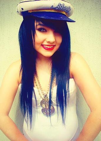 Brookelle Bones - (Haare, Farbe, Färben)