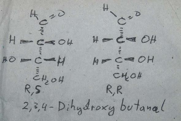Gibt es einen Unterschied zwischen diesen zwei Molekülen? (Schule ...