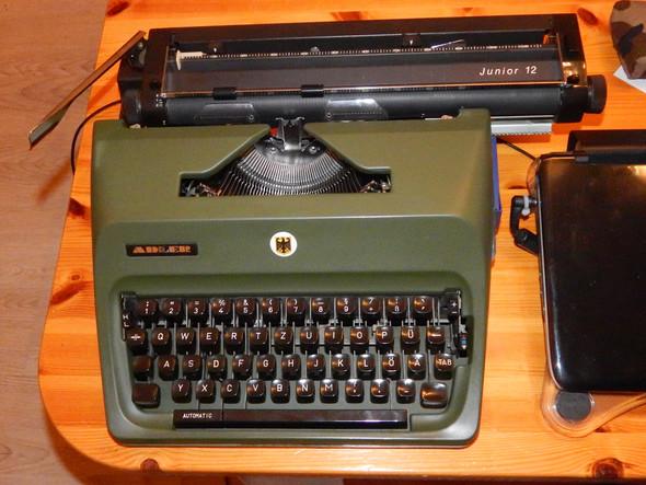 - (Qualität, Schreibmaschine)