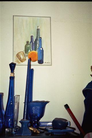 Blaues Glas vor Bild mit blauem Glas - (Schule, Kunst, malen)