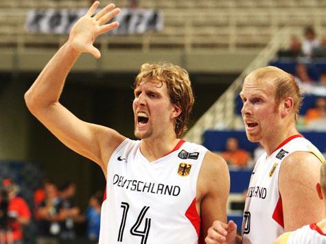 Links Nowitzki Rechts Kaman - (Sport, Basketball)