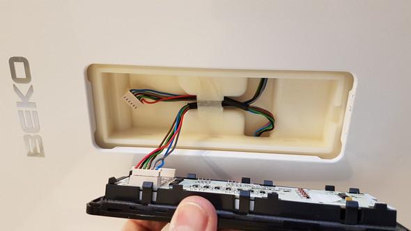 Gorenje Kühlschrank Thermostat Wechseln : Türanschlag wechseln kühl gefrierkombi beko mit display technik