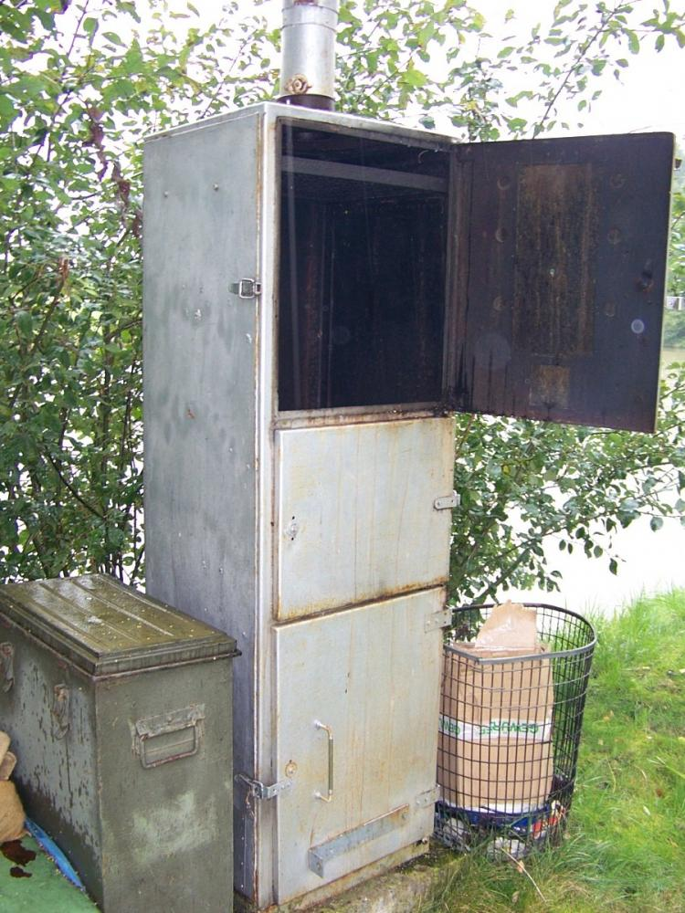 wie baue ich einen r ucherofen aus einem karton angeln. Black Bedroom Furniture Sets. Home Design Ideas