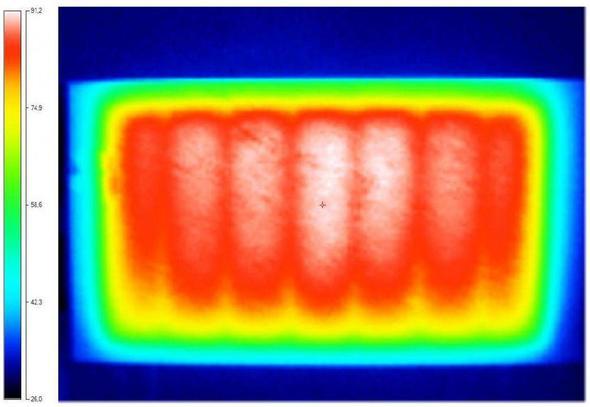 Wärmebild einer guten Infrarotheizung - gleichmäßig - (Nachtspeicherheizung, Infrarotheizung)