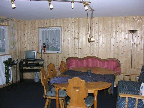 altmodisch holzverkleidung ohne streichen versch nern also mit deko oder so habt ihr ideen. Black Bedroom Furniture Sets. Home Design Ideas