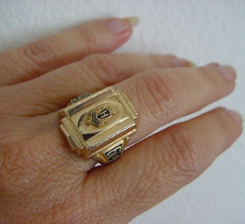 college ring 10 karat 10 gramm gestempelt goldwert. Black Bedroom Furniture Sets. Home Design Ideas