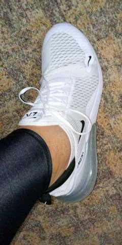 Barfuß In Sneakers Jungs