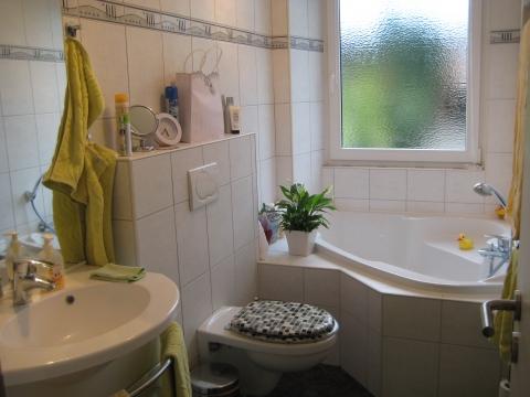 wie kann man ein sehr kleines badezimmer optisch vergr ern tapete. Black Bedroom Furniture Sets. Home Design Ideas