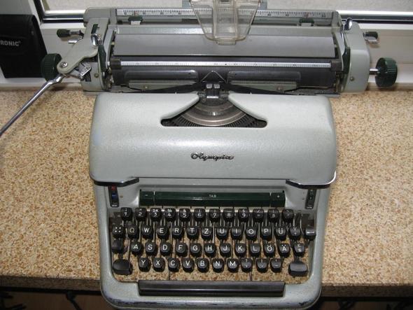 alte olympia schreibmaschine schlitten geht nicht weiter. Black Bedroom Furniture Sets. Home Design Ideas