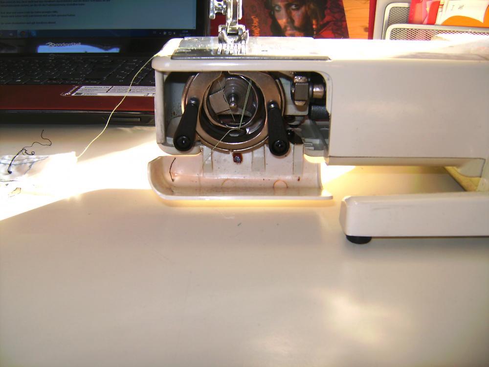 Nähmschinenproblem  verhakter Faden (Mode, nähen, Maschine) -> Nähmaschine Quasatron