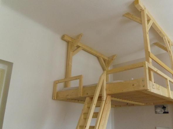h ngendes hochbett selber bauen holz heimwerken holzverarbeitung. Black Bedroom Furniture Sets. Home Design Ideas