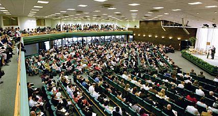 Große und kleine Zusammenkünfte  überall auf der Welt  -  hier in Oslo - (Gott, Jehova)