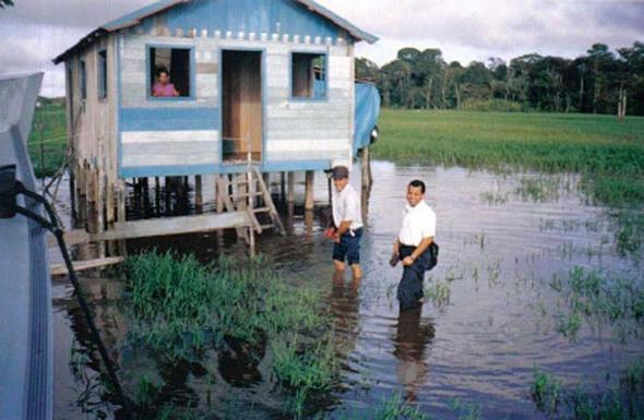 Beim Zeugnisgeben am Amazonas - (Religion, Zeugnis, zeugen-jehovas)