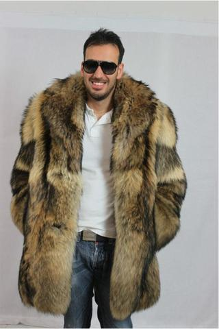 Mann trägt Pelz - (Männer, Pelz, Pelzmantel)