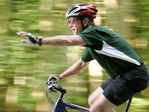 Radprofi mit Helm - (Jugendliche, Fahrrad, Sicherheit)