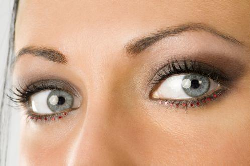 Make up und frisur f r hochzeit gast gesucht hochzeit - Dezent augen schminken ...