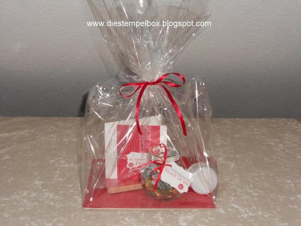 hilfe beim geschenkverpacken geschenk verpacken. Black Bedroom Furniture Sets. Home Design Ideas