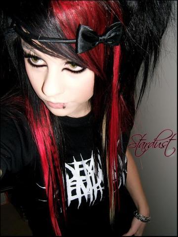 Belinda Stadust - (Frisur, Emo)