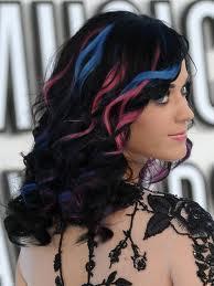 Katy perry.! :D sieh auch super aus mit mehreren farben:D - (Haare, strähnen)