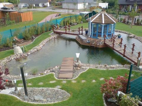 So kann ein Schwimmteich aussehen... - (Gesetz, Garten, Genehmigung)