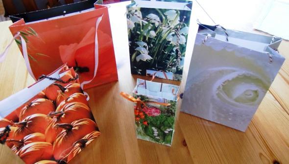 Tüten aus Kalender Blättern  - (basteln, Mitgebsel)