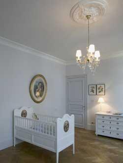 Zimmer mit Deckenrosette - (Haus, Haushalt, bauen)