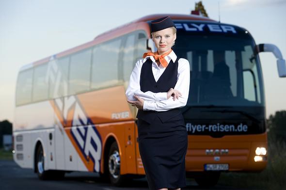 Mit solch einem Bus bringen wir Fluggäste von Hannover nach Hamburg und zurück. - (Bahn, Hamburg, Hannover)