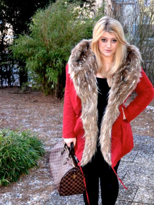 suche roten mantel mit pelzbesatz mode fashion pelz. Black Bedroom Furniture Sets. Home Design Ideas
