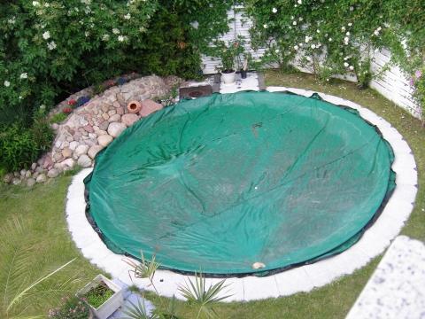 harte oder weiche swimming pool abdeckung freizeit. Black Bedroom Furniture Sets. Home Design Ideas
