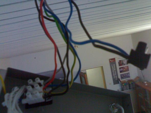 wie schliesse ich an diese kabel eine lampe an strom. Black Bedroom Furniture Sets. Home Design Ideas