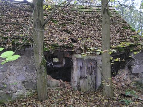 Alter verfallener Stall - (Recht, Gebäude)