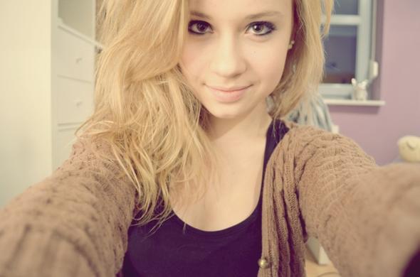 ----- - (Haarfarbe, blond)
