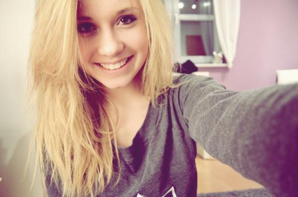 _____ - (Haarfarbe, blond)