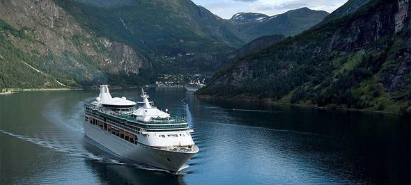 Im Fjord - (Norwegen, Kreuzfahrt)