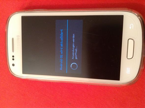 Das ist mein Handy, die Meldung auf dem Bildschirm ist schon die ganze Zeit da ! - (Samsung, Android, Fehlermeldung)