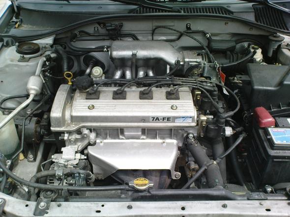 Kann mir jemand sagen wie das Teil vom Motor und Kühlerschlauch ...
