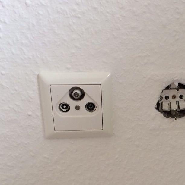 1 kabel tv dose aber 2 fernseher fernsehen wohnung neu. Black Bedroom Furniture Sets. Home Design Ideas