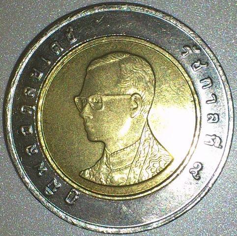 2 Euro Münze Mit Kyrillischen Buchstaben Münzen Gedenkmünzen