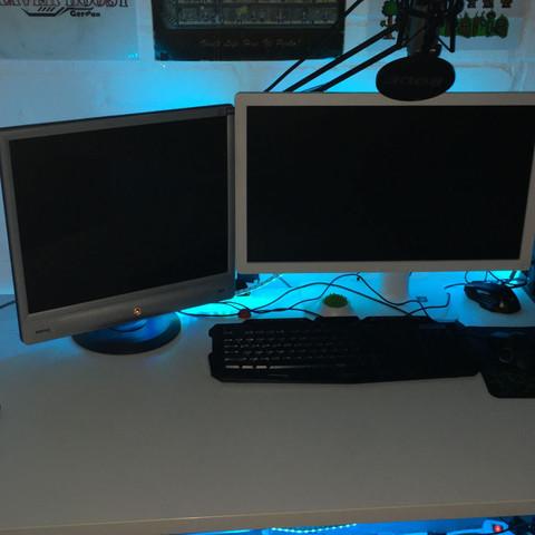 2 Monitore, links mit VGA, rechts mit HDMI - (PC, Grafikkarte, Hardware)